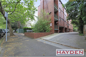 One bedroom Apartment in dream South Yarra location