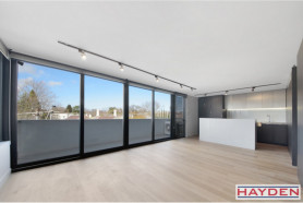 Ultra Modern Living At It's Finest - Sub Penthouse